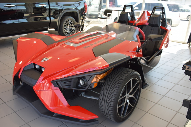 2016 Polaris Slingshot >> Pre Owned 2016 Polaris Slingshot